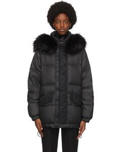 黑色羽绒大衣