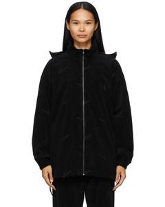 黑色徽标拉链夹克