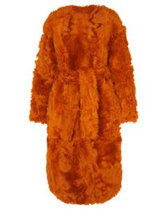 羊毛皮配腰带大衣