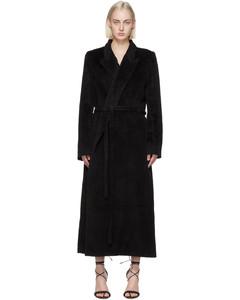 黑色裹身大衣