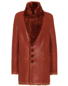 皮革和羊毛皮大衣