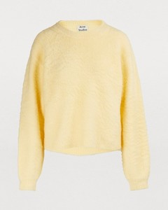 3/4-sleeved sweater