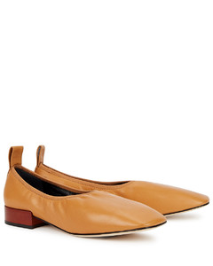 25 brown leather pumps