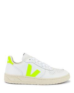 V 10运动鞋