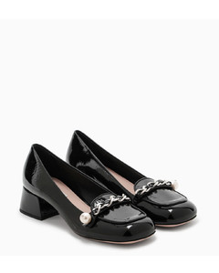 Black loafers with chain-link