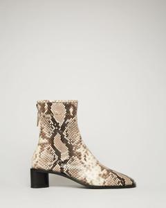 蟒蛇纹皮靴