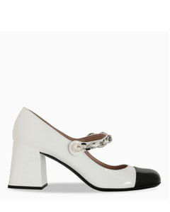 White/black patent leather pumps