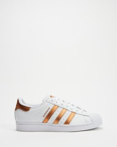 Zipped topstitched patent-leather boots