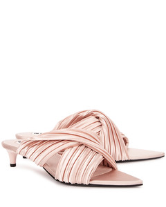 40 light pink plissésatin sandals