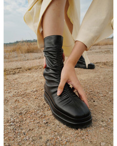 Platform Wrinkle Boots - Black