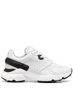 网布拼接运动鞋