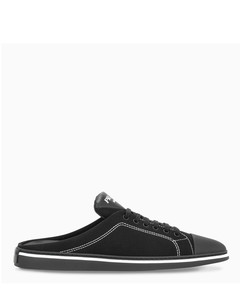Black pointed thong sneakers