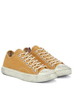帆布运动鞋