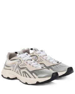 格子布运动鞋