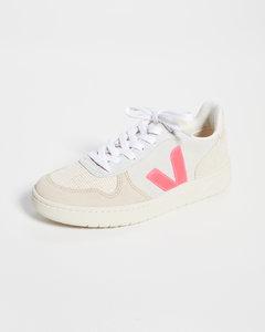 V-10运动鞋