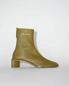 品牌徽标皮靴