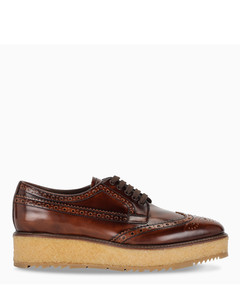 Lace-up derby with brogue
