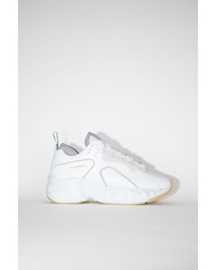 绑带运动鞋