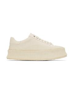 灰白色帆布运动鞋
