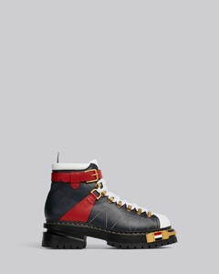 厚底登山靴