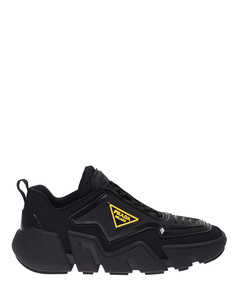 Branded sneakers in black and yellow