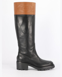 Boots with logo
