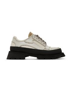 灰白色系带运动鞋