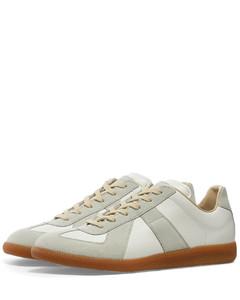 22 Classic Replica Sneaker