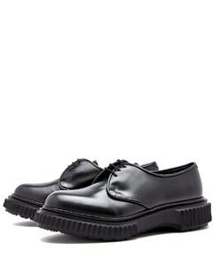 黑色Urban Street倒置徽标运动鞋